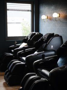 séance de massage sur un fauteuil à lyon